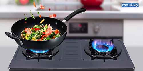 Bếp tắt lửa do thức ăn tràn vào